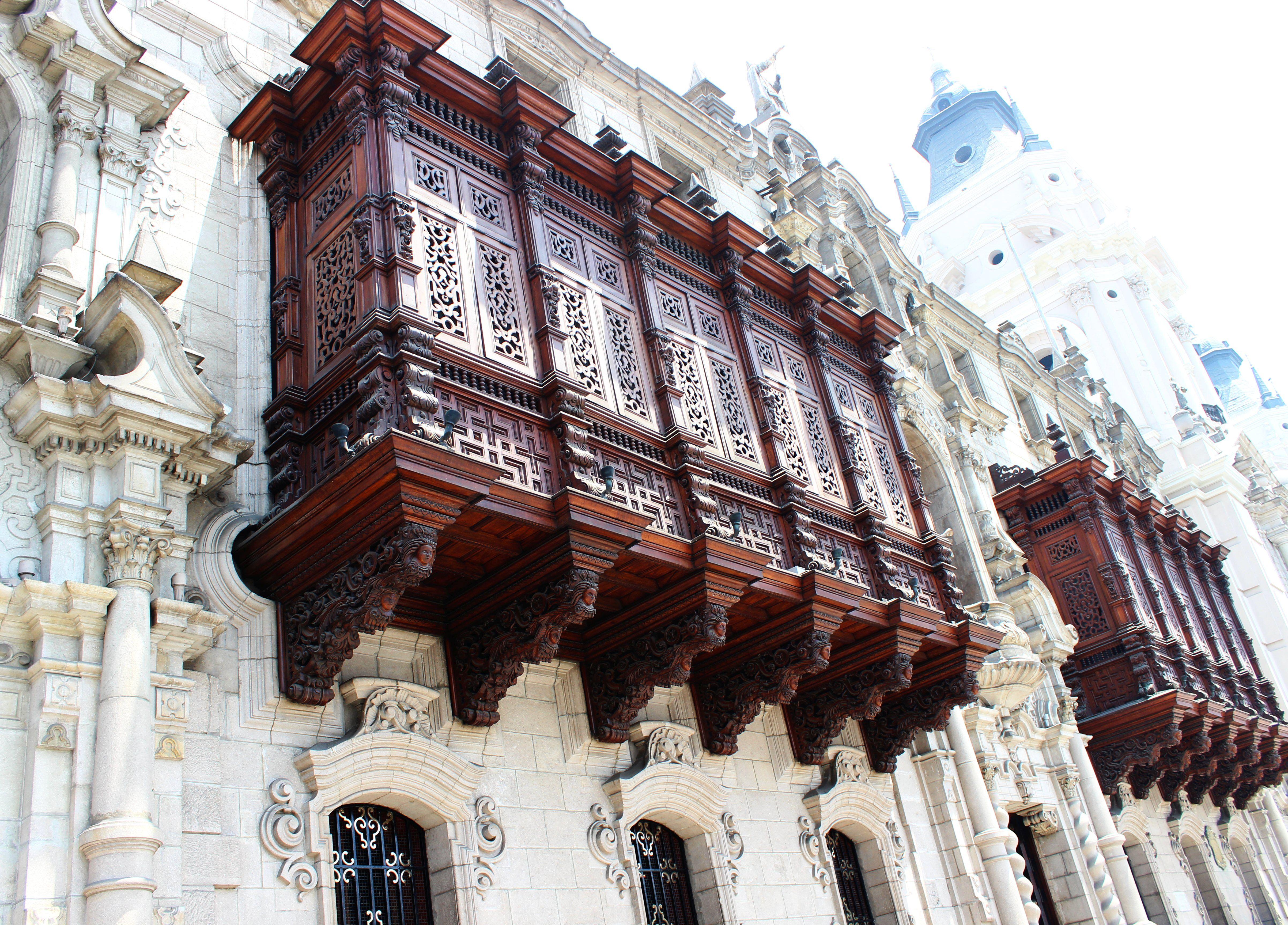 Lima- Érseki palota faragott cédrus erkélye. Fotó: Papp Éva